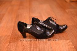 Продам женские классические туфли