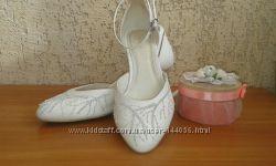 Свадебные фирменные туфли LOUISA PEERESS 26см
