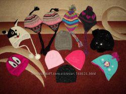 Много фирменных детских шапок на флисе