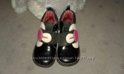 продам ботинки осенние черного цвета шикарные детские