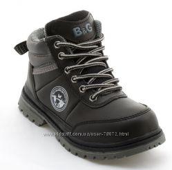 Замечательные демисезонные ботинки мальчику B&G. 29 р-р