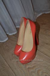 Tуфли модные на высоком каблуке
