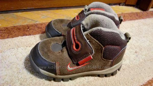 Ботинки демисезонные детские Nike 25 размер