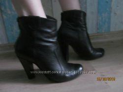 Кожаные деми ботиночки 37 размер на ногу 24 см.