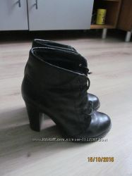 Кожаные деми ботинки 37 размер на ногу 24 см.