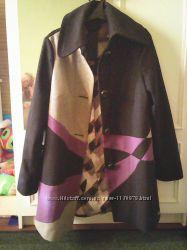 Модное, необычной расцветки пальто фирмы Spoom