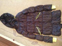 Продам теплую длинную куртку с капюшоном на девочку 11-13 лет