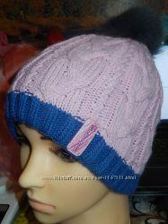 Теплая шапка с натуральным бубоном, р-р универсальный 52-56