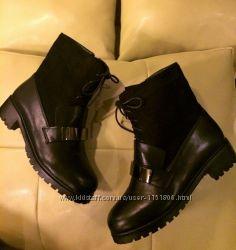 Женские черные зимние ботинкисапожки на низком каблуке, на меху 2016