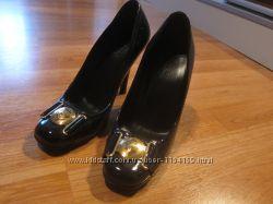 продаются брендовые туфли Gucci