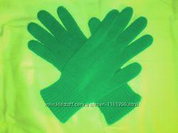 Женские вязаные перчатки.