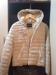 Женская осенняя куртка бежевого цвета при покупке - подарок