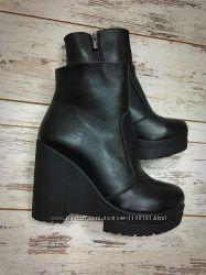 Женски зимние кожаные и замшевые ботинки, мех