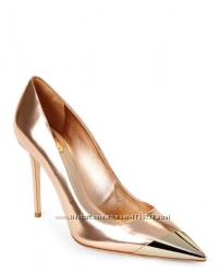 Туфли-лодочки золотые с носочком aldo 37 р.
