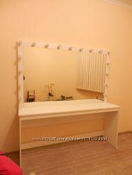Гримерное зеркало и стол