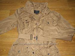 Стильная тоненькая курточка на весну оливкового цвета