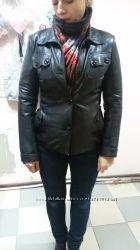 кожаная куртка-пиджак чёрного цвета в хорошем состоянии