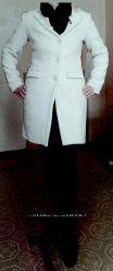 женское осеннее пальто цвета пудры