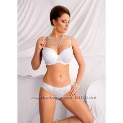 Белый бюстгальтер на косточках для большой груди