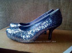 Блестящие туфли Dorothy Perkins 37 раз.