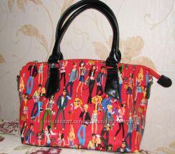 Молодежная сумка красного цвета. В наличии