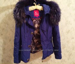 Синий качественный теплый пуховик Kermeer, р. S-42 с мехом енота- Подарок