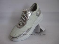 красивые кроссовки из натурального замша и кожи