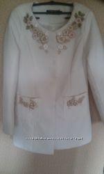 Белое пальтишко в стиле Шанель