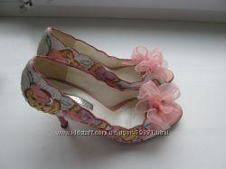 Продам девочковые туфельки Stoalos c цветочками, кожа, 37 р