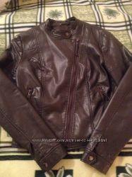 Серая куртка из кожзама
