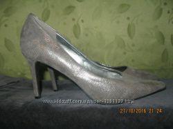 Новые стоковые туфельки нарядные 37 размера