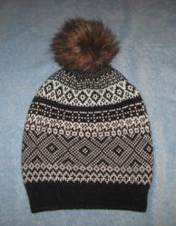 Красивая  двойная полушерстяная шапка с меховым помпоном на 8-12 лет