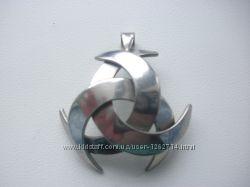 Серебренный кулон, медальон, подвеска.