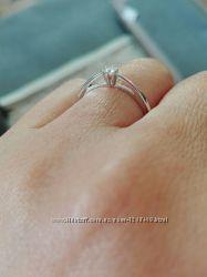 изысканное кольцо с бриллиантом 0, 05 и 0, 1 кт