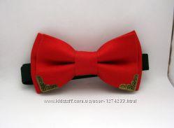 Красный галстук-бабочка с уголками