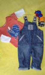 стильный джинсовый комбинезончик на 3-6 мес