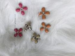 Набор серьги 3 пары разных цветов в форме цветка гвоздик