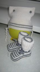зимний комплект шапка с пинетками для новорожденого