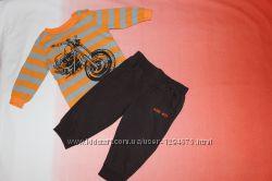 Стильный яркий комплект на мальчика Gloria Jeans 74-80р.