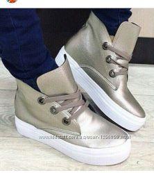 Золотистые ботинки слипоны