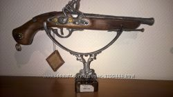 Пистоли пистолеты декоративные. Италия. Дерево  латунь
