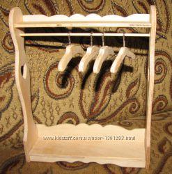 Кукольная мебель для Барби - стойка-вешалка для одежды.