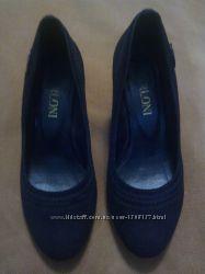 Продам замшивые туфли