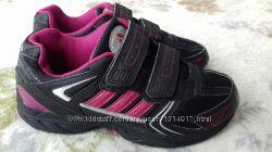 Кроссовки Adidas. Легкие, дышат Размер 30  стелька 19 см