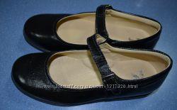 Кожаные туфли для девочки фирмы Mini Bata Италия. Размер 35.