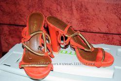 Женские оранжевые босоножки