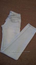 Классные джинсы скинни заужены к низу на бедра 88-91 см.
