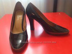 Туфли черные, лакированная кожа, размер 35, 5-36, легкое бу