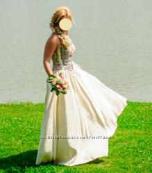 Дизайнерська весільна сукня від Оксани Мухи
