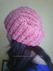 Вязанные шапочки на девушек
